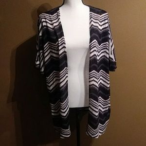 Torrid Cheveron kimono size 1